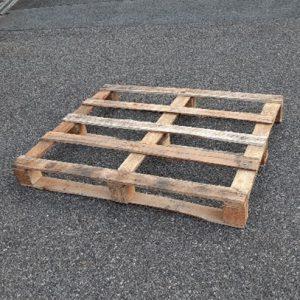 「出荷用パレットは木製から金属製へ切替えて、いろいろお得に¥¥¥」